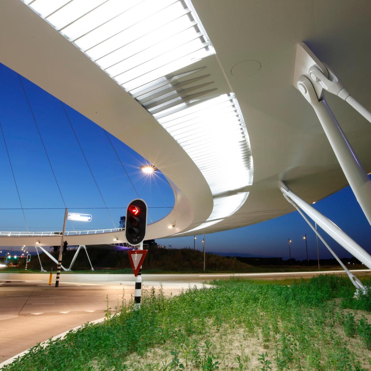 lighting - hovenring - circular cycle bridge - lamellae - fietsrotonde