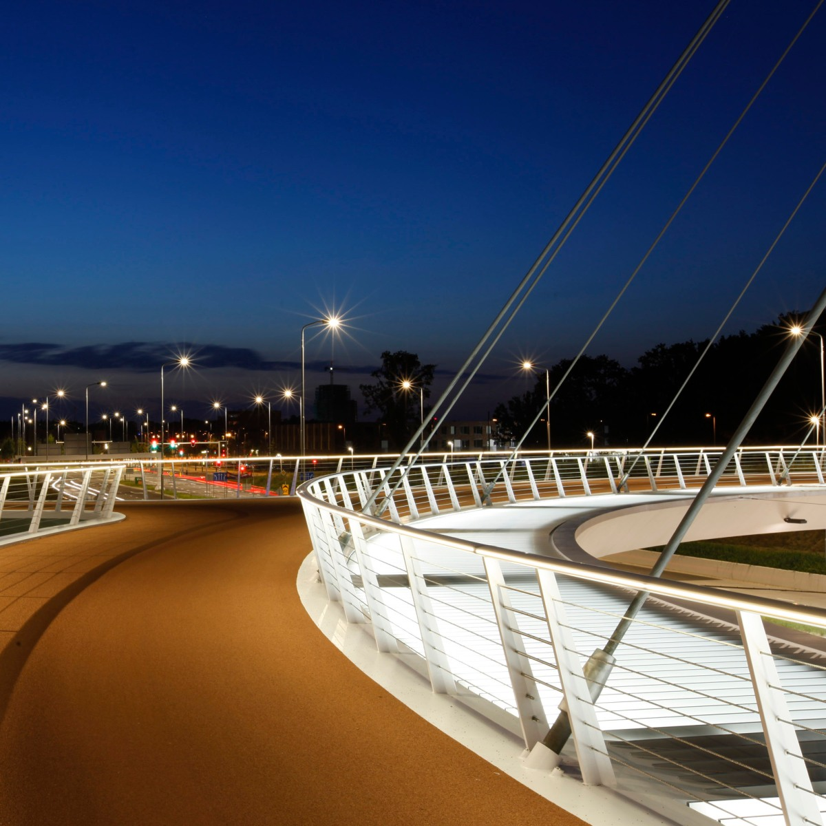 Hovenring - circular cycle bridge - viewpoint cyclist - lighting - fietsrotonde - eindhoven